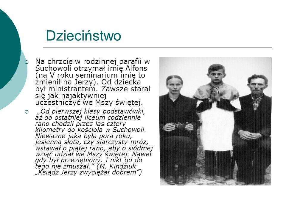 Dzieciństwo  Na chrzcie w rodzinnej parafii w Suchowoli otrzymał imię Alfons (na V roku seminarium imię to zmienił na Jerzy). Od dziecka był ministra
