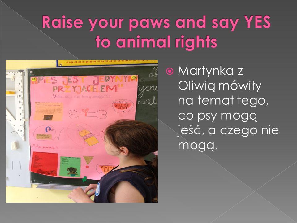  Martynka z Oliwią mówiły na temat tego, co psy mogą jeść, a czego nie mogą.