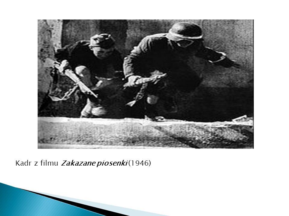 Kadr z filmu Zakazane piosenki (1946)