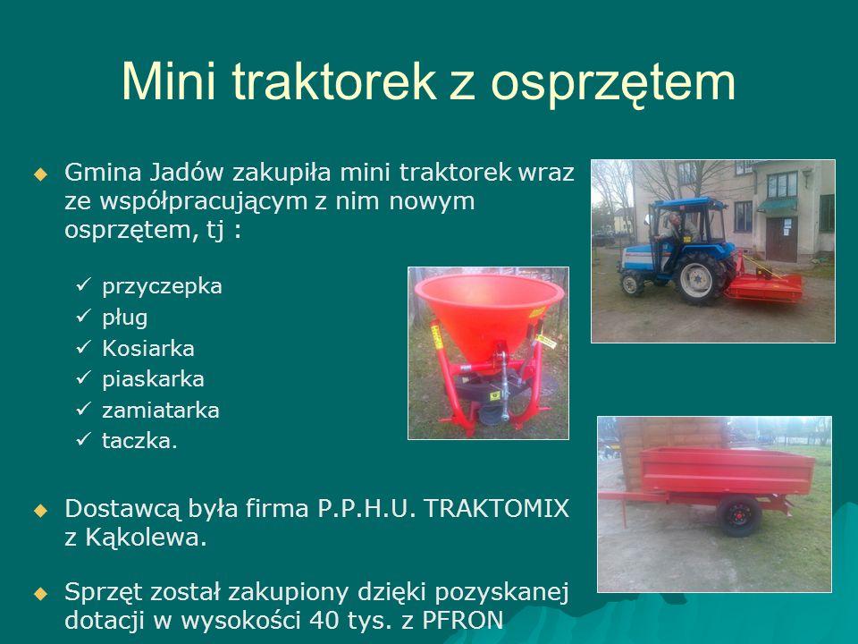 Mini traktorek z osprzętem   Gmina Jadów zakupiła mini traktorek wraz ze współpracującym z nim nowym osprzętem, tj : przyczepka pług Kosiarka piaska