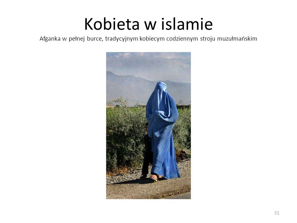 Kobieta w islamie Afganka w pełnej burce, tradycyjnym kobiecym codziennym stroju muzułmańskim 51