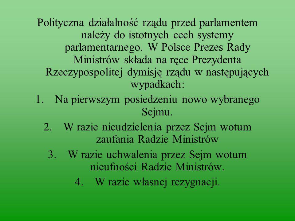 Polityczna działalność rządu przed parlamentem należy do istotnych cech systemy parlamentarnego.