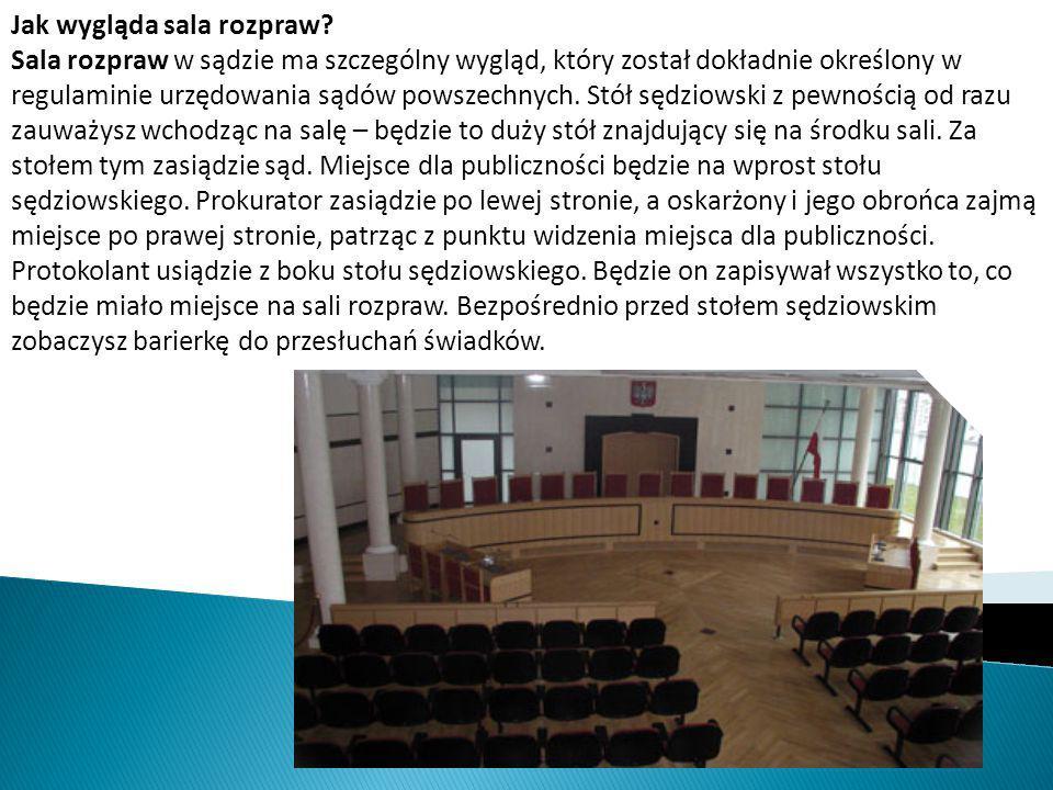 Jak wygląda sala rozpraw? Sala rozpraw w sądzie ma szczególny wygląd, który został dokładnie określony w regulaminie urzędowania sądów powszechnych. S