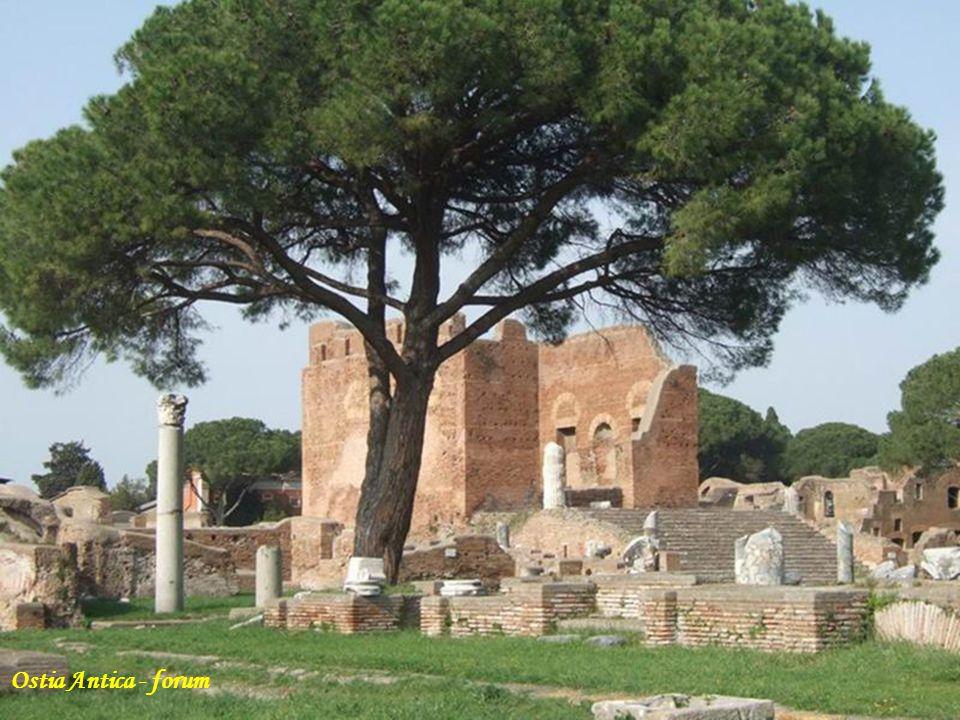 Ostia Antica- amfiteatr (ufundowany przez Marka Agryppę)