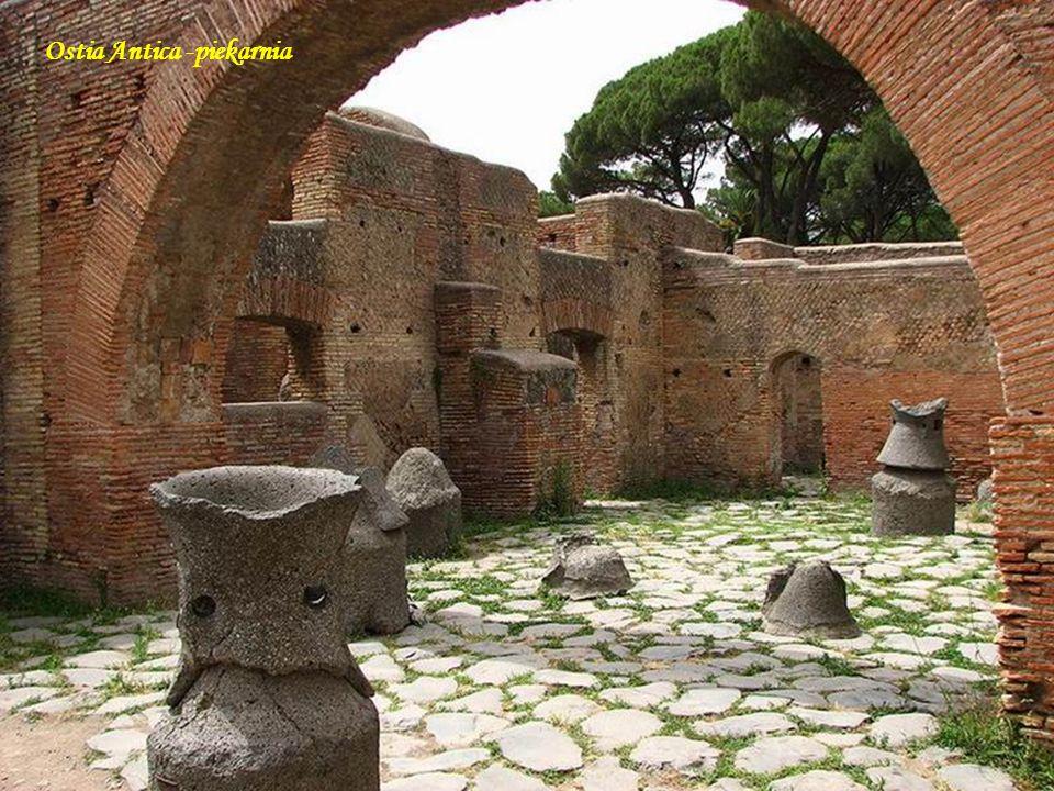 Ostia Antica - forum