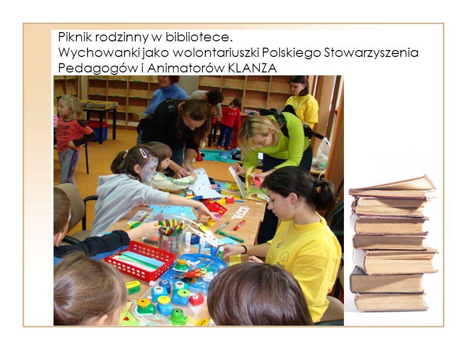 Piknik rodzinny w bibliotece.