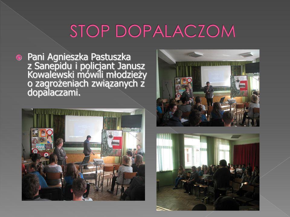  Pani Agnieszka Pastuszka z Sanepidu i policjant Janusz Kowalewski mówili młodzieży o zagrożeniach związanych z dopalaczami.