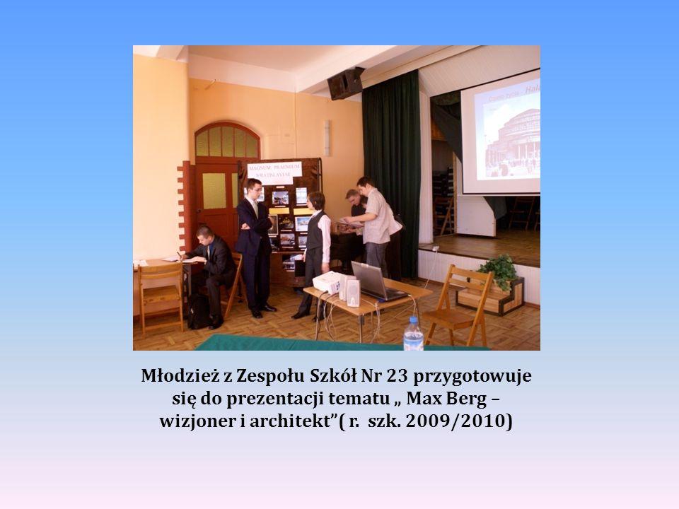 """Młodzież z Zespołu Szkół Nr 23 przygotowuje się do prezentacji tematu """" Max Berg – wizjoner i architekt""""( r. szk. 2009/2010)"""