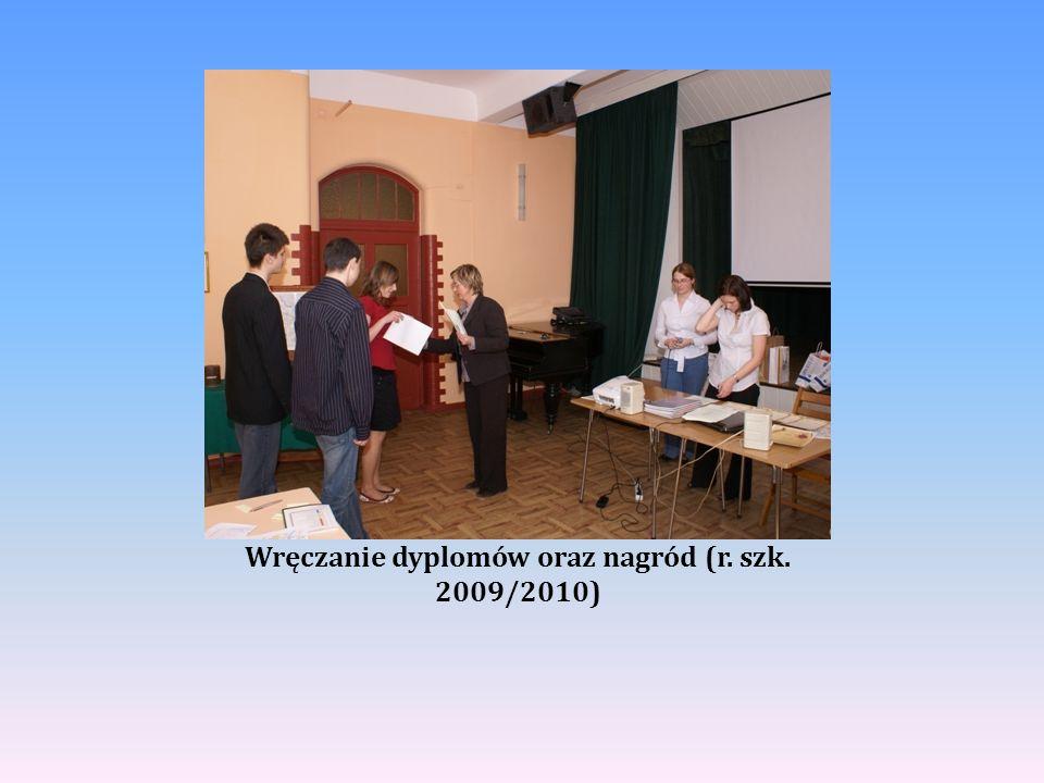 Wręczanie dyplomów oraz nagród (r. szk. 2009/2010)