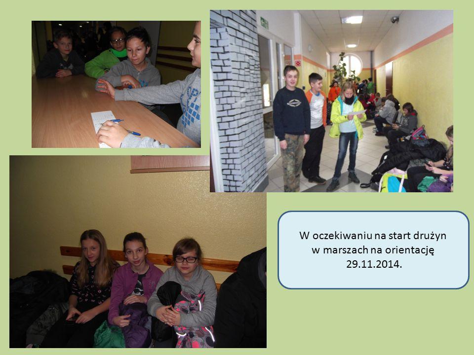 W oczekiwaniu na start drużyn w marszach na orientację 29.11.2014.