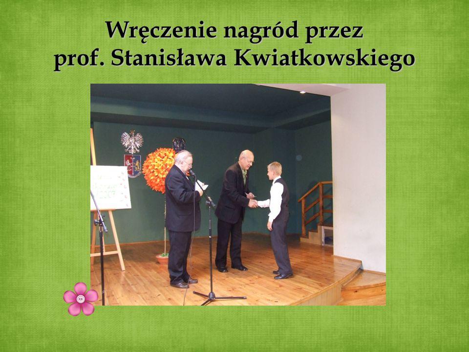 Wręczenie nagród przez prof. Stanisława Kwiatkowskiego