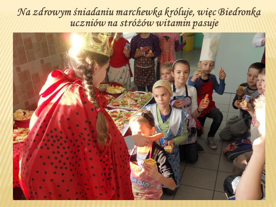 Na zdrowym śniadaniu marchewka króluje, więc Biedronka uczniów na stróżów witamin pasuje