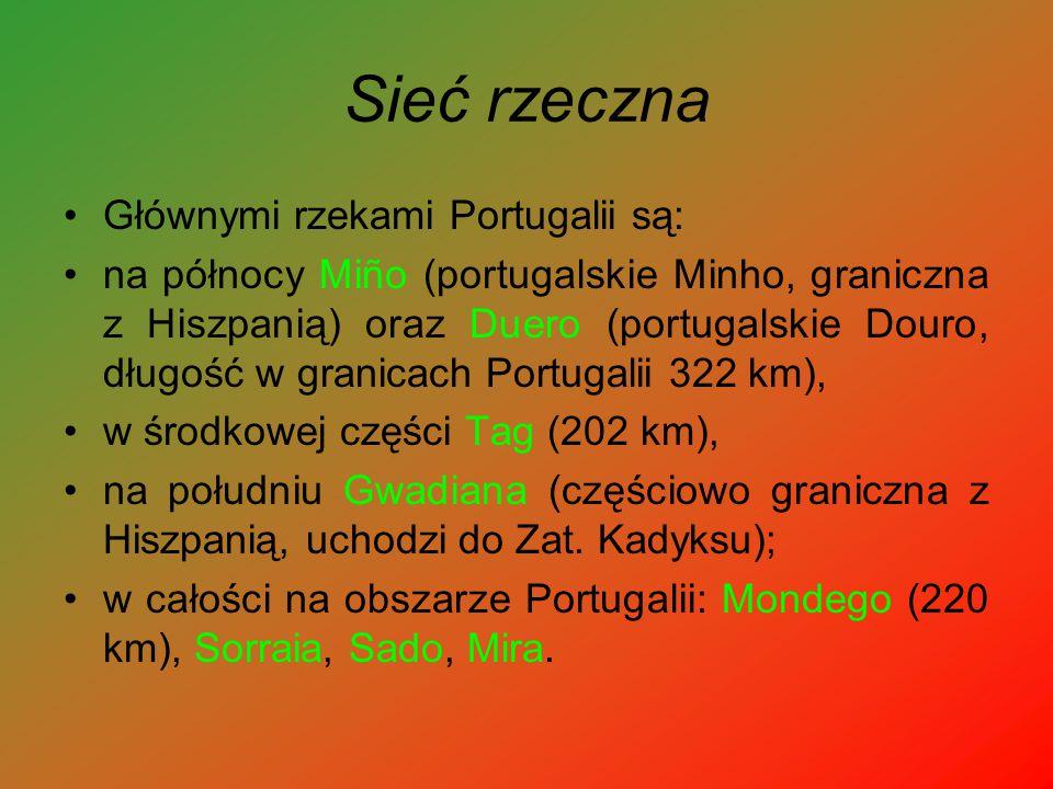 Sieć rzeczna Głównymi rzekami Portugalii są: na północy Miño (portugalskie Minho, graniczna z Hiszpanią) oraz Duero (portugalskie Douro, długość w gra