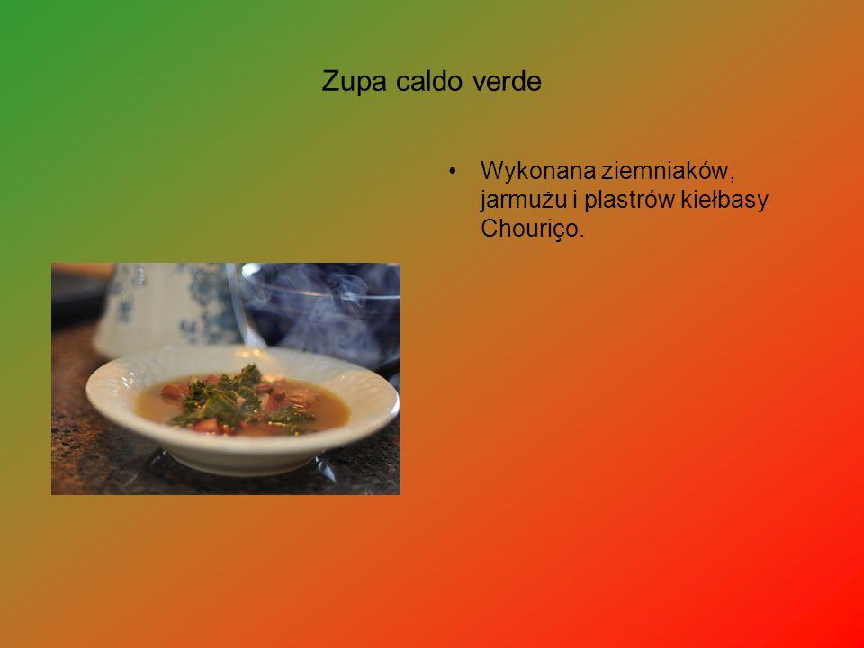 Zupa caldo verde Wykonana ziemniaków, jarmużu i plastrów kiełbasy Chouriço.