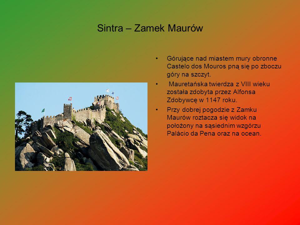Sintra – Zamek Maurów Górujące nad miastem mury obronne Castelo dos Mouros pną się po zboczu góry na szczyt. Mauretańska twierdza z VIII wieku została