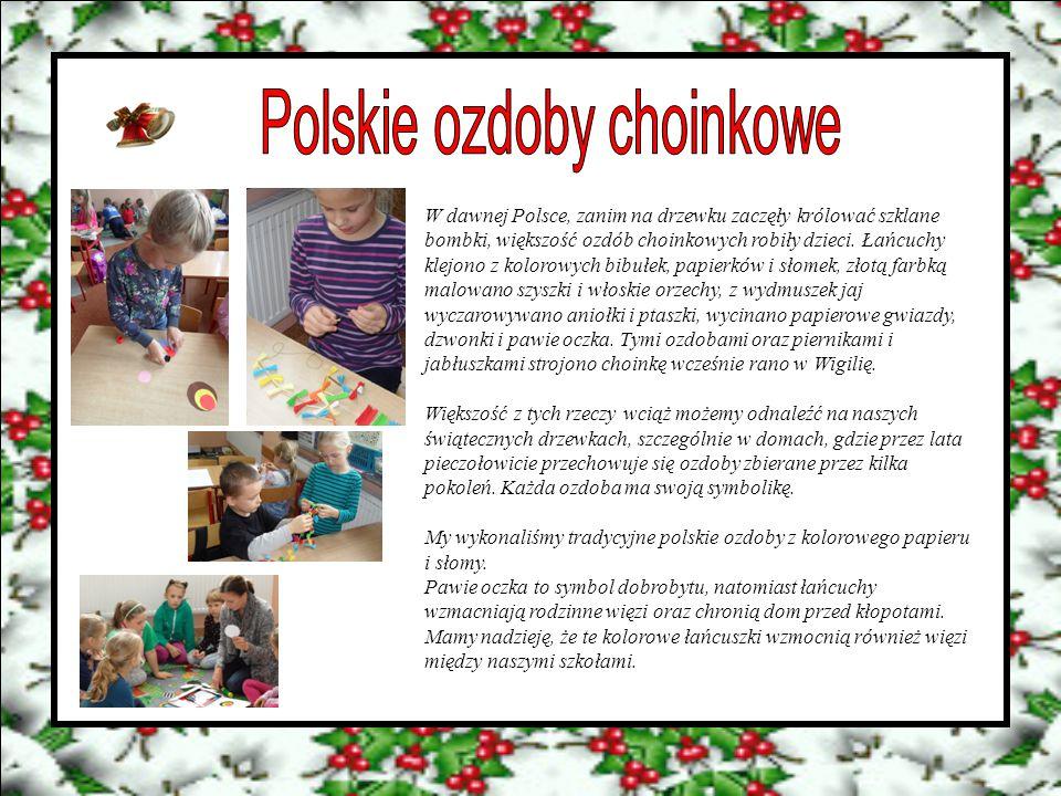W dawnej Polsce, zanim na drzewku zaczęły królować szklane bombki, większość ozdób choinkowych robiły dzieci. Łańcuchy klejono z kolorowych bibułek, p