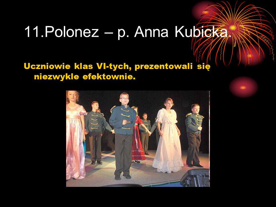11.Polonez – p. Anna Kubicka. Uczniowie klas VI-tych, prezentowali się niezwykle efektownie.