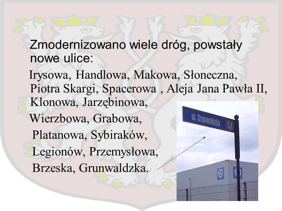 Zmodernizowano wiele dróg, powstały nowe ulice: Irysowa, Handlowa, Makowa, Słoneczna, Piotra Skargi, Spacerowa, Aleja Jana Pawła II, Klonowa, Jarzębin