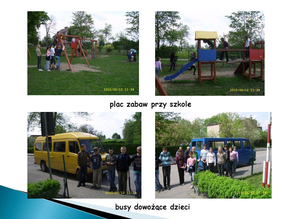 plac zabaw przy szkole busy dowożące dzieci
