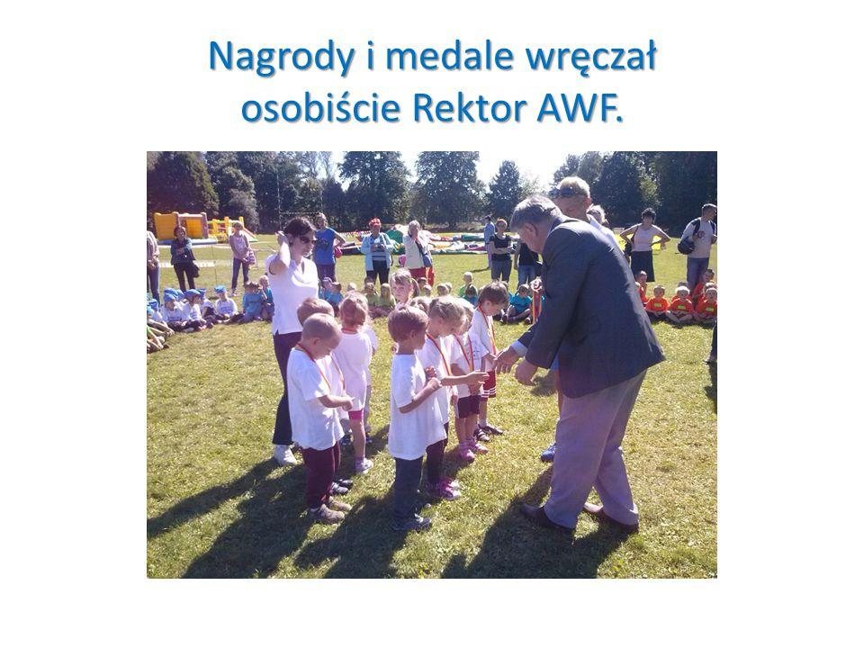 Nagrody i medale wręczał osobiście Rektor AWF.