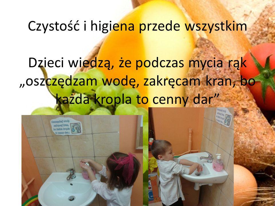 """Czystość i higiena przede wszystkim Dzieci wiedzą, że podczas mycia rąk """"oszczędzam wodę, zakręcam kran, bo każda kropla to cenny dar"""
