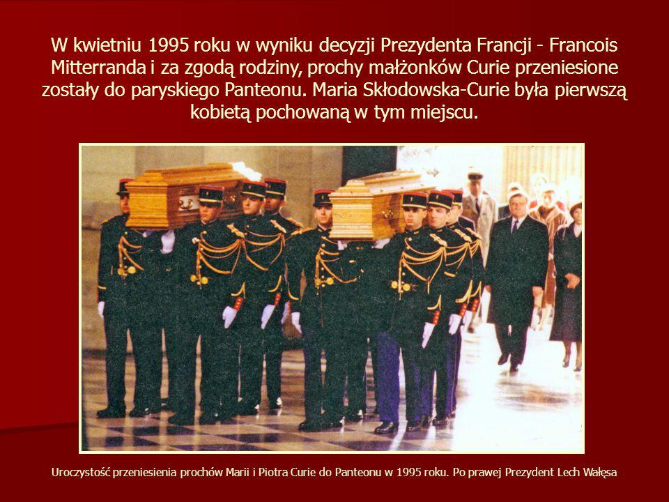 W kwietniu 1995 roku w wyniku decyzji Prezydenta Francji - Francois Mitterranda i za zgodą rodziny, prochy małżonków Curie przeniesione zostały do paryskiego Panteonu.