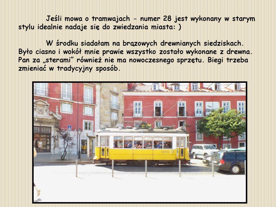 Jeśli mowa o tramwajach - numer 28 jest wykonany w starym stylu idealnie nadaje się do zwiedzania miasta: ) W środku siadałam na brązowych drewnianych