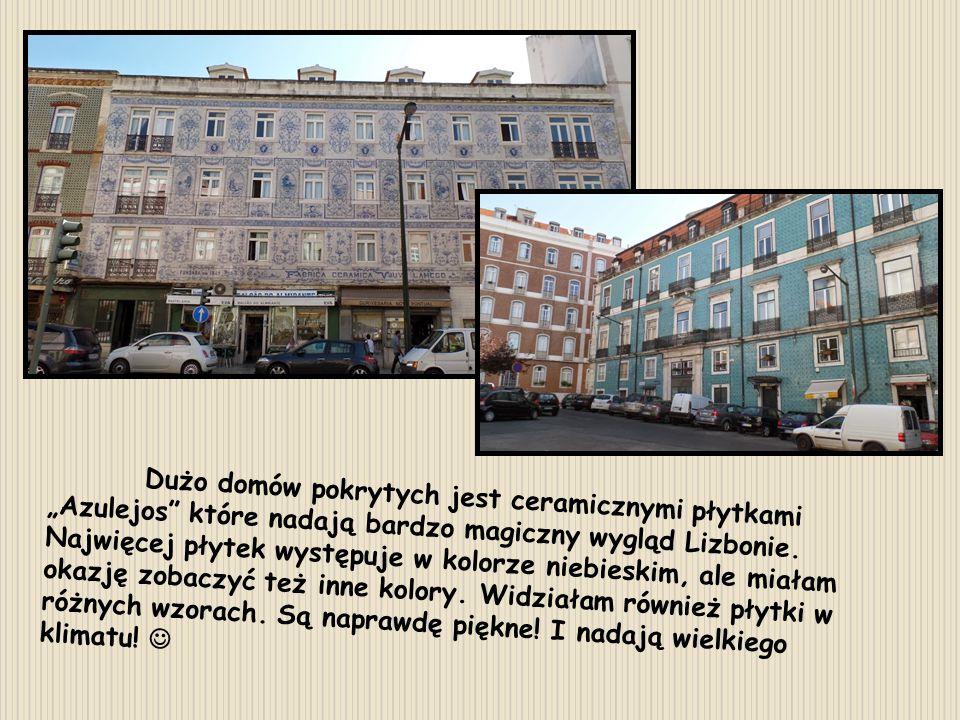 """Dużo domów pokrytych jest ceramicznymi płytkami """"Azulejos"""" które nadają bardzo magiczny wygląd Lizbonie. Najwięcej płytek występuje w kolorze niebiesk"""