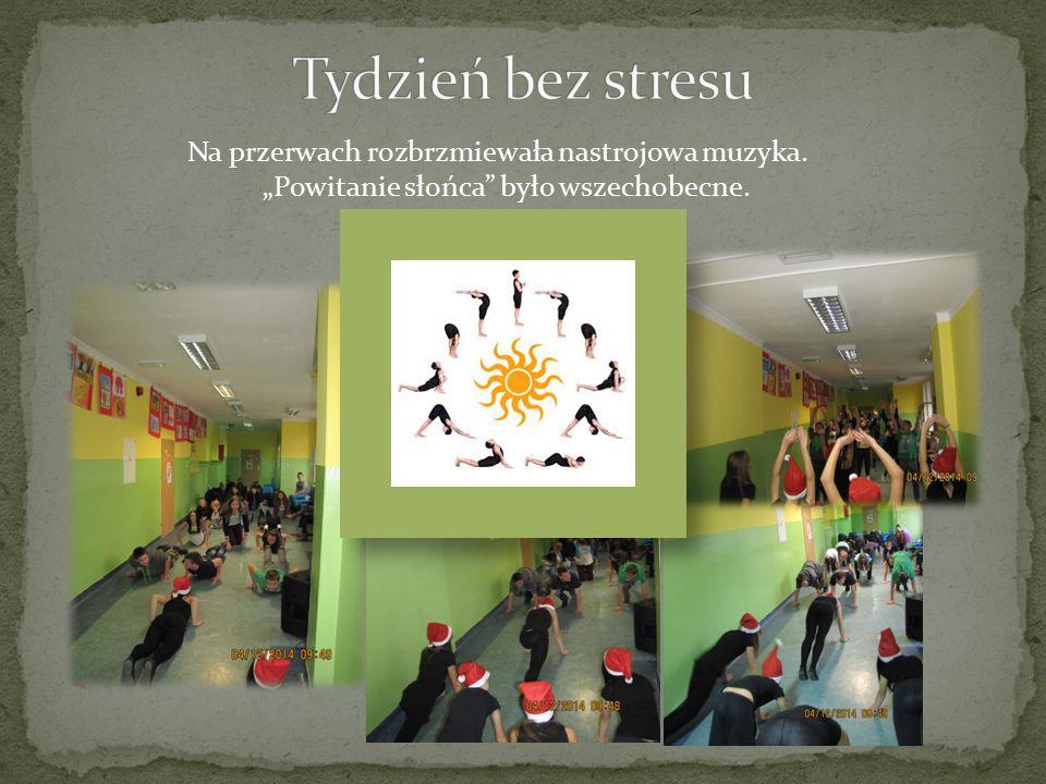 Na zajęciach wychowania fizycznego pojawiły się elementy jogi i relaksacji, które wprawiły uczniów w odprężający nastrój.