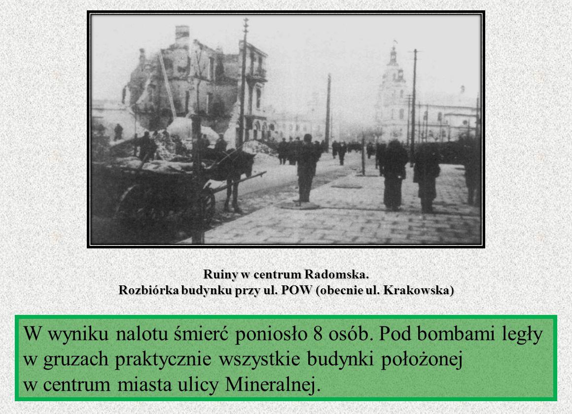 Ruiny w centrum Radomska. Rozbiórka budynku przy ul. POW (obecnie ul. Krakowska) W wyniku nalotu śmierć poniosło 8 osób. Pod bombami legły w gruzach p