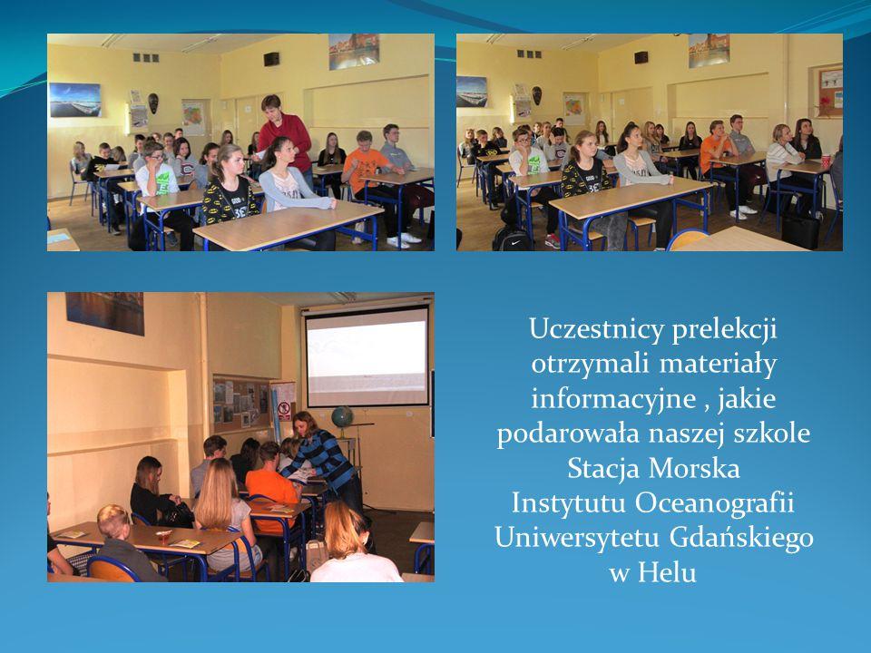 Uczestnicy prelekcji otrzymali materiały informacyjne, jakie podarowała naszej szkole Stacja Morska Instytutu Oceanografii Uniwersytetu Gdańskiego w H