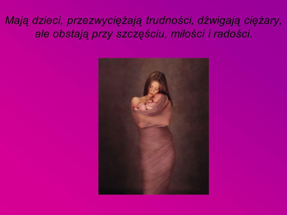 Mają dzieci, przezwyciężają trudności, dźwigają ciężary, ale obstają przy szczęściu, miłości i radości.