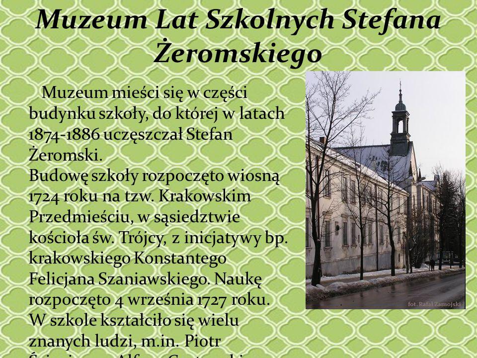 Muzeum mieści się w części budynku szkoły, do której w latach 1874-1886 uczęszczał Stefan Żeromski. Budowę szkoły rozpoczęto wiosną 1724 roku na tzw.