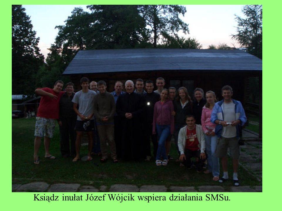 Ksiądz inułat Józef Wójcik wspiera działania SMSu.