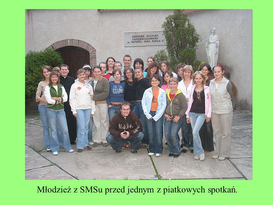 Młodzież z SMSu przed jednym z piatkowych spotkań.