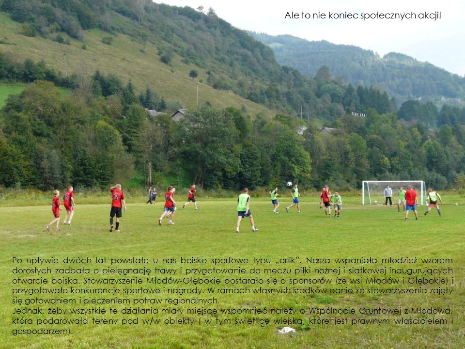 """Po upływie dwóch lat powstało u nas boisko sportowe typu """"orlik"""". Nasza wspaniała młodzież wzorem dorosłych zadbała o pielęgnację trawy i przygotowani"""