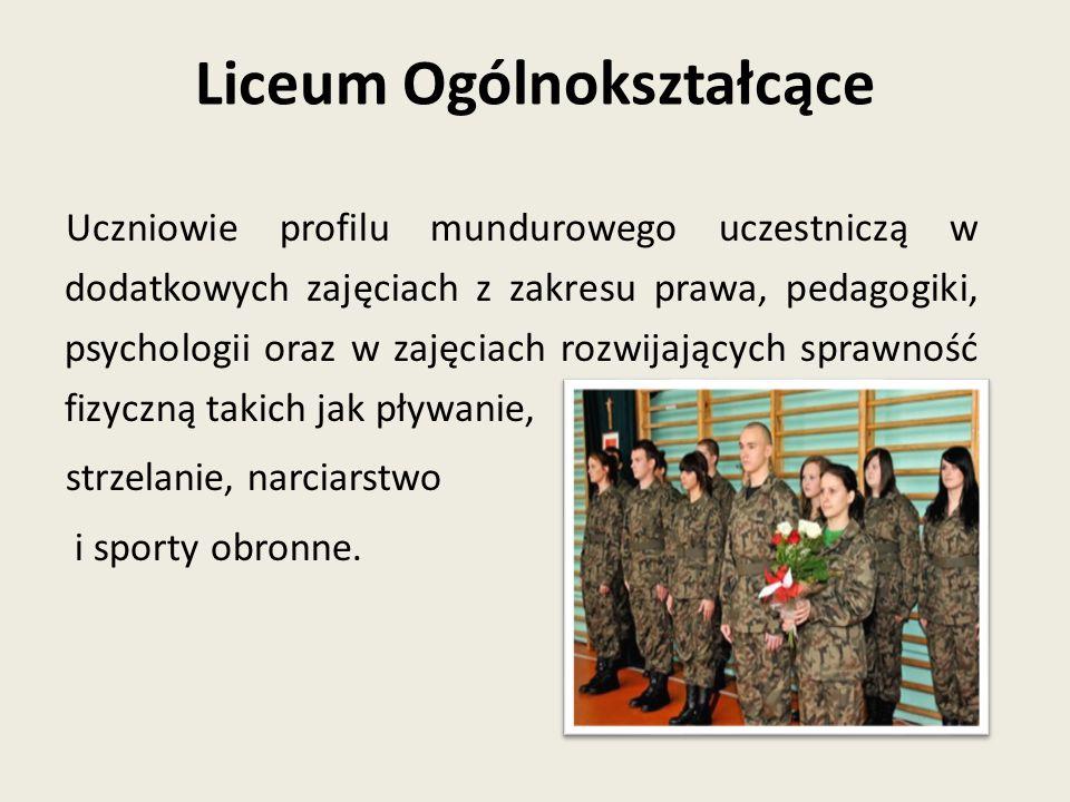 Uczniowie profilu mundurowego uczestniczą w dodatkowych zajęciach z zakresu prawa, pedagogiki, psychologii oraz w zajęciach rozwijających sprawność fi