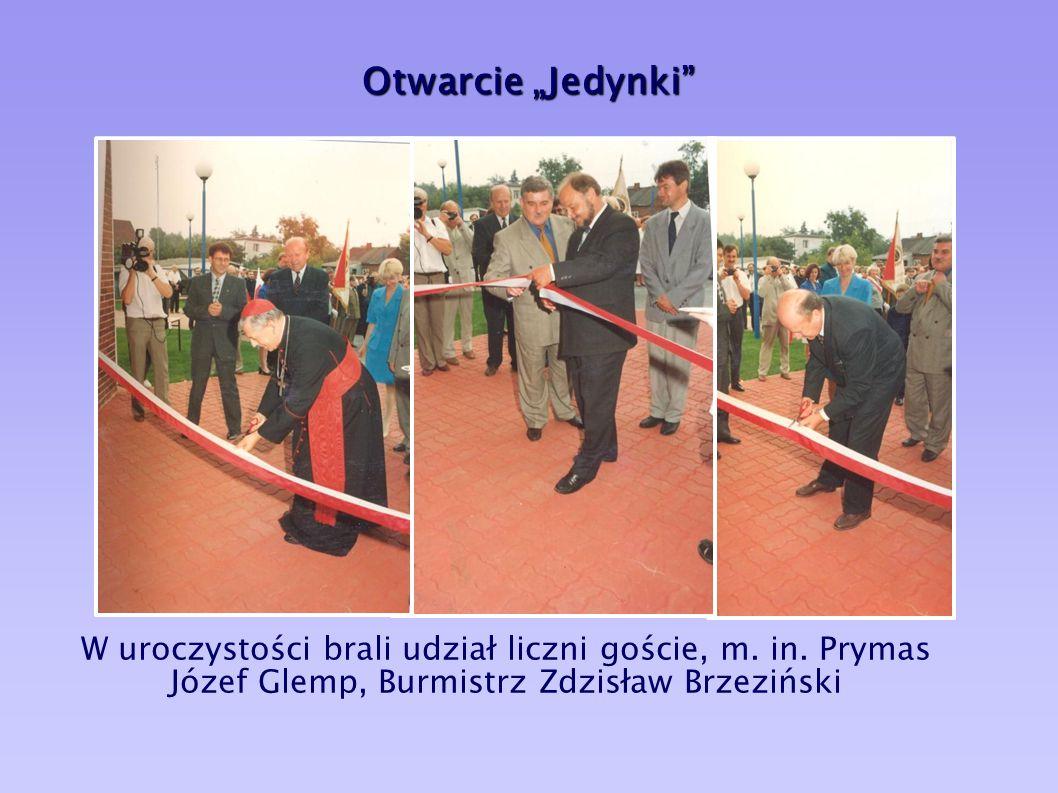 """Nowa """"Jedynka"""" 1 września 1997r. ul. Brandta 22 nowy budynek budynek bez barier"""