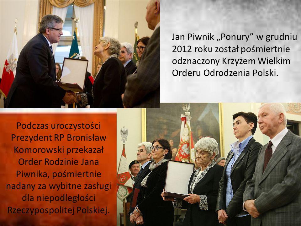 """Jan Piwnik """"Ponury"""" w grudniu 2012 roku został pośmiertnie odznaczony Krzyżem Wielkim Orderu Odrodzenia Polski. Podczas uroczystości Prezydent RP Bron"""