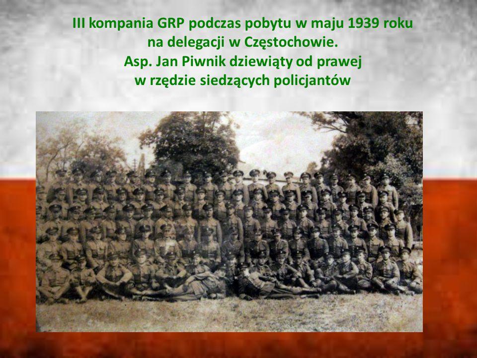 III kompania GRP podczas pobytu w maju 1939 roku na delegacji w Częstochowie. Asp. Jan Piwnik dziewiąty od prawej w rzędzie siedzących policjantów