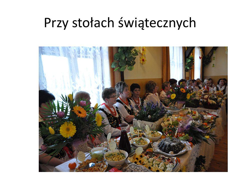 Przy stołach świątecznych