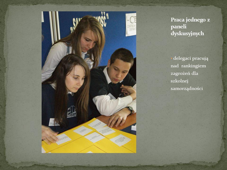 delegaci pracują nad rankingiem zagrożeń dla szkolnej samorządności