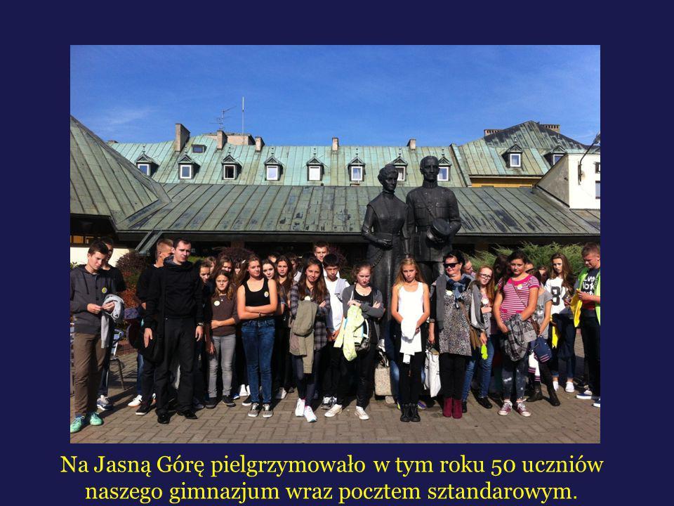 Na Jasną Górę pielgrzymowało w tym roku 50 uczniów naszego gimnazjum wraz pocztem sztandarowym.