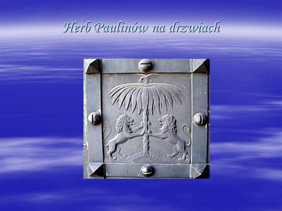 Herb Paulinów na drzwiach