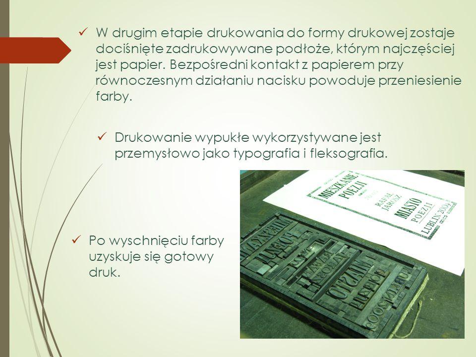 W drugim etapie drukowania do formy drukowej zostaje dociśnięte zadrukowywane podłoże, którym najczęściej jest papier. Bezpośredni kontakt z papierem