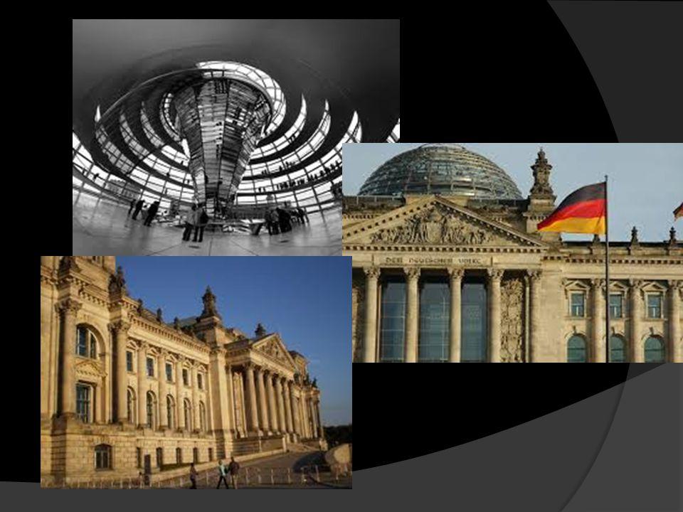 Reichstag – nowoczesny parlament  Spod szklanej kopuły jak na dłoni widać miasto.  Zarazem jest to lekcja historii, której etapy wyznaczają inne bud
