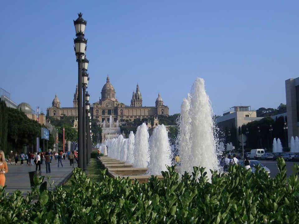 Font Màgica to ogromna fontanna, która została wybudowana u podnóża wzgórza Montjuic