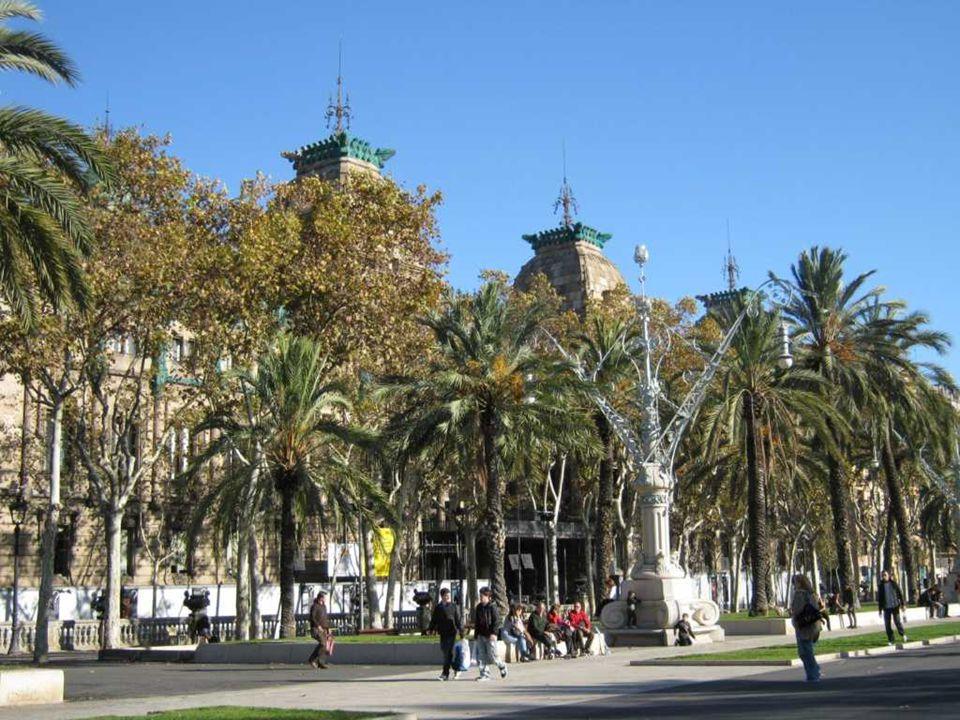 La Rambla lub Las Ramblas (hiszp.) / Les Rambles (katal.) – słynna, ruchliwa ulica w centrum Barcelony, popularna zar ó wno wśr ó d turyst ó w, jak i