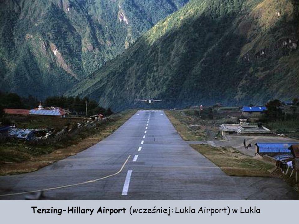 Lotnisko jest dość popularne wśród ekip zdążających na Mount Everest. Wśród himalaistów krąży podobno przekonanie, że jeśli uda im się bezpiecznie wyl
