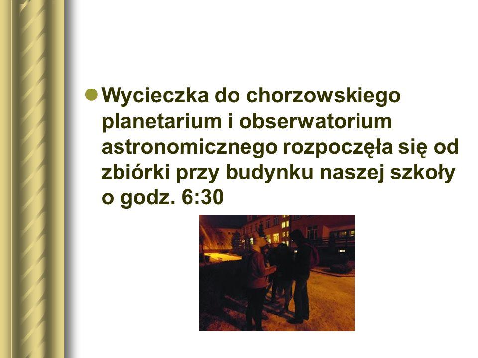 Wycieczka do chorzowskiego planetarium i obserwatorium astronomicznego rozpoczęła się od zbiórki przy budynku naszej szkoły o godz.